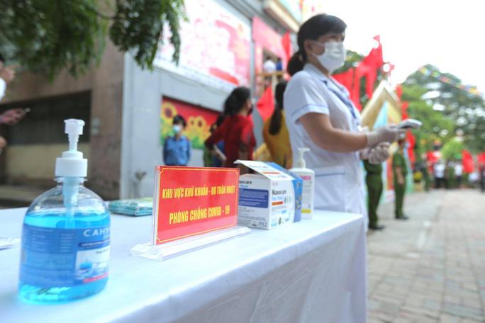 Cử tri Hà Nội náo nức đi bỏ phiếu bầu cử - Ảnh 10.