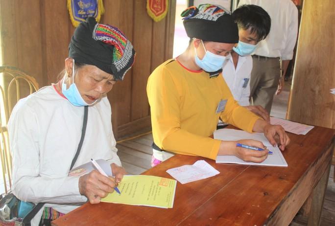 Độc đáo hòm phiếu di động đến từng nhà ngày bầu cử - Ảnh 15.