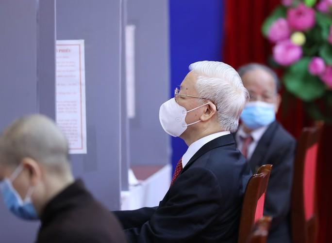 Những hình ảnh Tổng Bí thư Nguyễn Phú Trọng bỏ phiếu bầu cử - Ảnh 5.