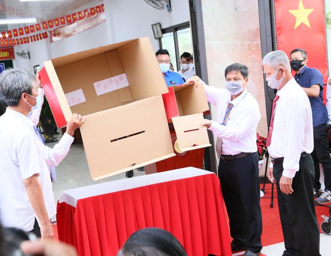 Thủ tướng Phạm Minh Chính hoàn thành bỏ phiếu bầu cử tại Cần Thơ - Ảnh 2.