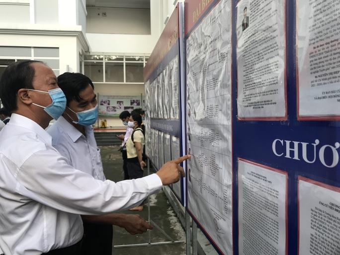 TP HCM: Tỉ lệ bầu cử đến 19 giờ đạt 99,38% - Ảnh 3.