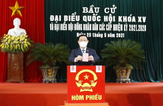 Chủ tịch Quốc hội Vương Đình Huệ bỏ lá phiếu đầu tiên tại thành phố Cảng - Ảnh 8.