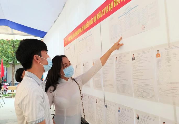 Độc đáo hòm phiếu di động đến từng nhà ngày bầu cử - Ảnh 9.