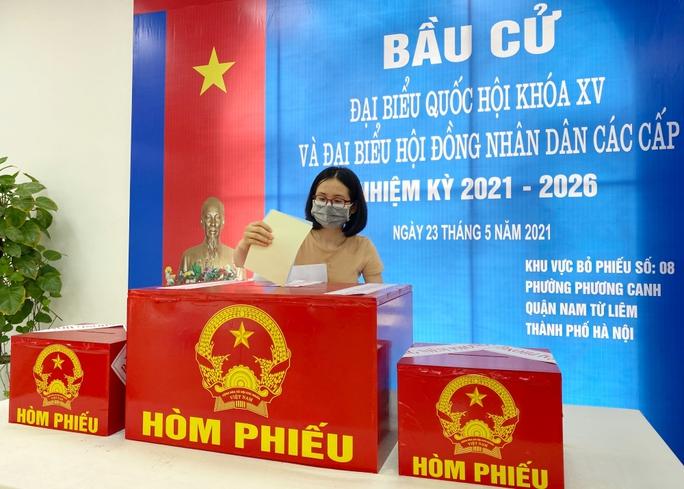 Cử tri 97 tuổi ở Hà Nội đã 15 lần đi bỏ phiếu bầu cử - Ảnh 2.