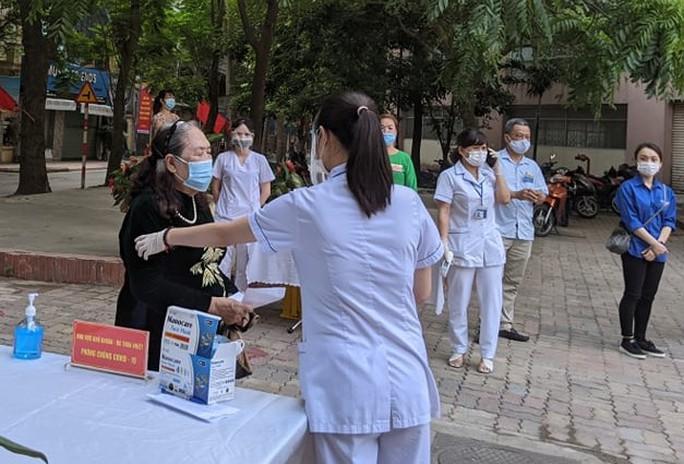 Cử tri Hà Nội náo nức đi bỏ phiếu bầu cử - Ảnh 2.