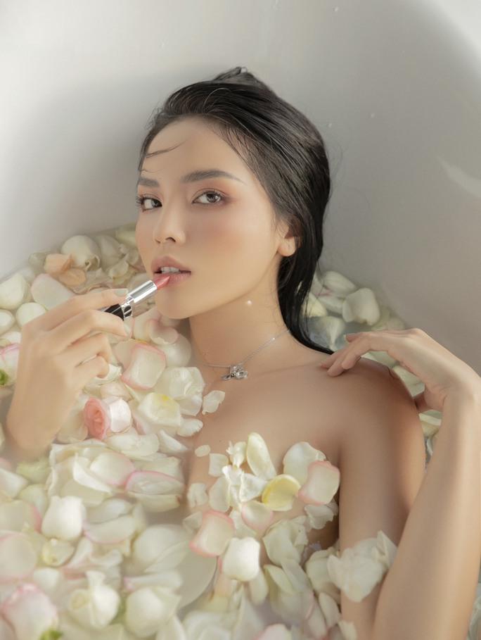 Hoa hậu Kỳ Duyên bán nude táo bạo - Ảnh 2.