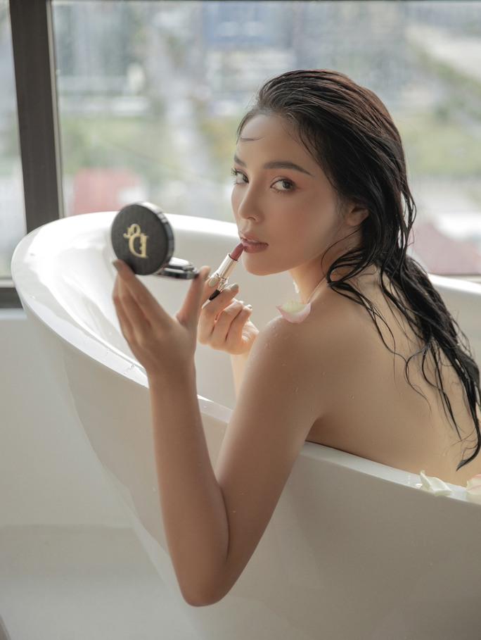 Hoa hậu Kỳ Duyên bán nude táo bạo - Ảnh 1.