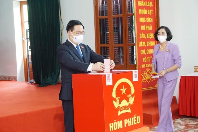 Chủ tịch Quốc hội Vương Đình Huệ bỏ lá phiếu đầu tiên tại thành phố Cảng - Ảnh 7.