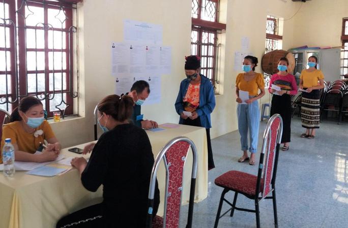 Độc đáo hòm phiếu di động đến từng nhà ngày bầu cử - Ảnh 20.
