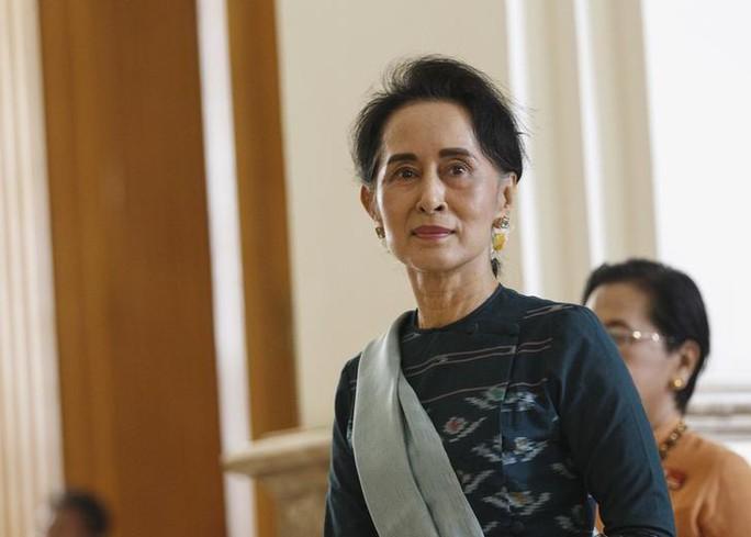 Myanmar: Bà Suu Kyi trực tiếp hầu tòa, ra tuyên bố mạnh mẽ - Ảnh 1.