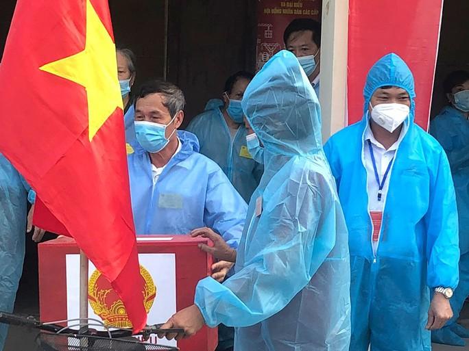 Cử tri Thanh Hóa, Ninh Bình, Hà Nam đi bầu cử đạt trên 99% - Ảnh 2.
