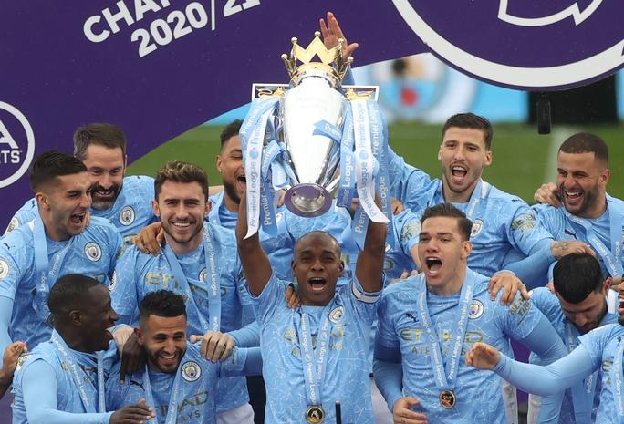 Đại tiệc nâng cúp vô địch, Man City tri ân người hùng Aguero - Ảnh 18.