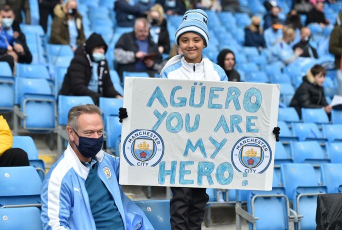 Đại tiệc nâng cúp vô địch, Man City tri ân người hùng Aguero - Ảnh 4.