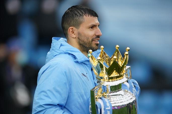 Đại tiệc nâng cúp vô địch, Man City tri ân người hùng Aguero - Ảnh 15.