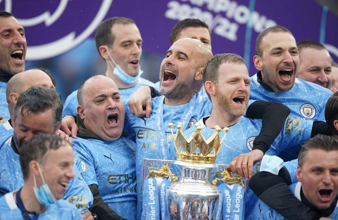 Đại tiệc nâng cúp vô địch, Man City tri ân người hùng Aguero - Ảnh 17.