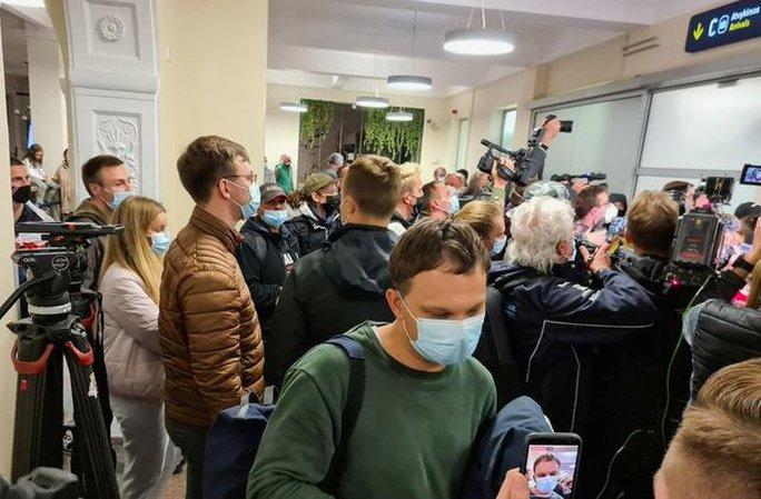 Người bị Belarus chặn bắt trên máy bay sớm tự biết kết cục - Ảnh 1.