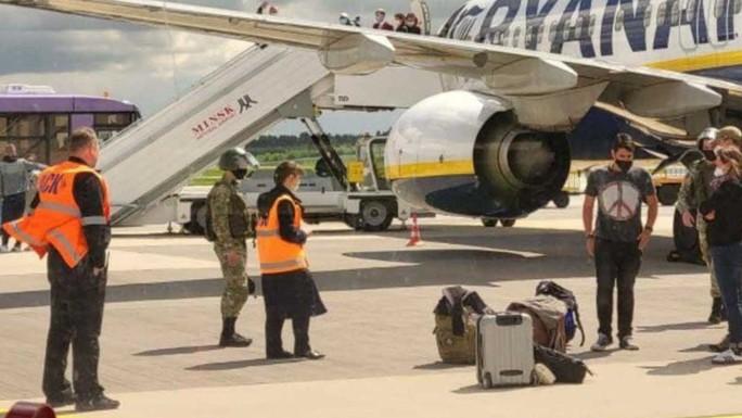 Người bị Belarus chặn bắt trên máy bay sớm tự biết kết cục - Ảnh 3.