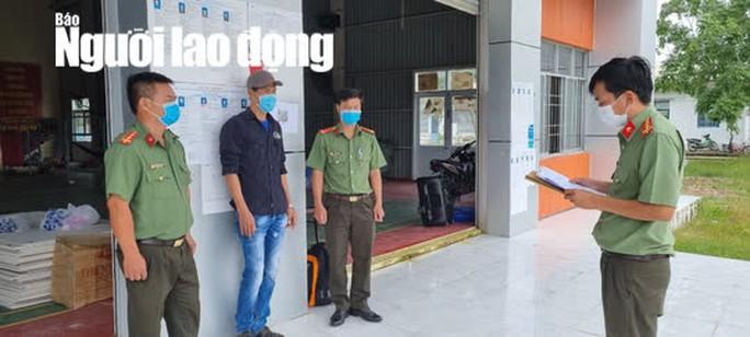 CLIP: Bắt tạm giam gã đàn ông tiếp tay cho người Trung Quốc vượt biên - Ảnh 3.