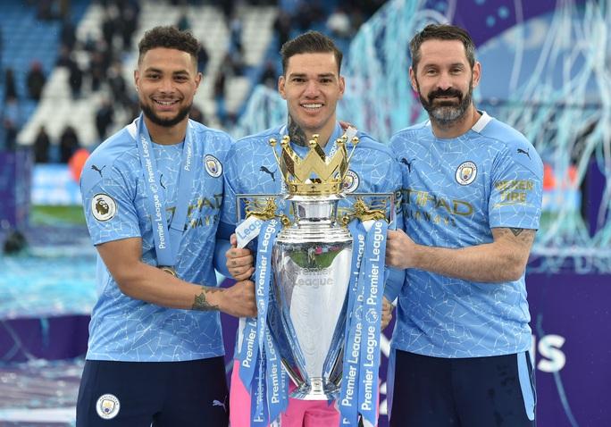 Đại tiệc nâng cúp vô địch, Man City tri ân người hùng Aguero - Ảnh 19.