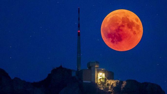 Hôm nay, Việt Nam đón siêu trăng máu ảo ảnh cuối cùng trong năm - Ảnh 1.