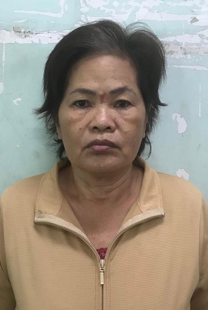 Người đàn bà 63 tuổi ở TP HCM điều khiển cùng lúc 4 người đàn ông - Ảnh 1.