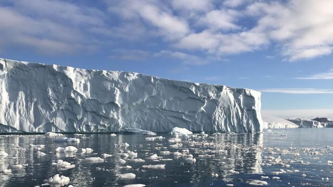 Tử thần Bắc Cực thoát khỏi mộ băng, nhiều con sông nhiễm độc - Ảnh 1.