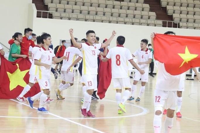 Nữ trọng tài xinh đẹp mang may mắn đến tuyển futsal Việt Nam - Ảnh 6.