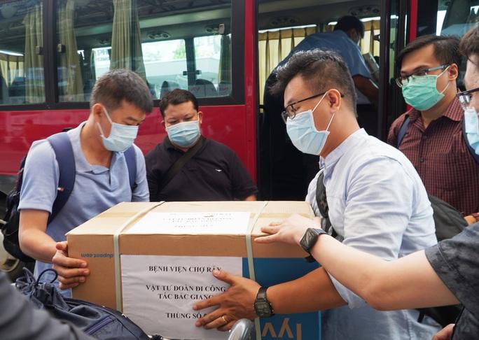 Đoàn y bác sĩ Bệnh viện Chợ Rẫy đến Bắc Giang hỗ trợ chống dịch - Ảnh 3.