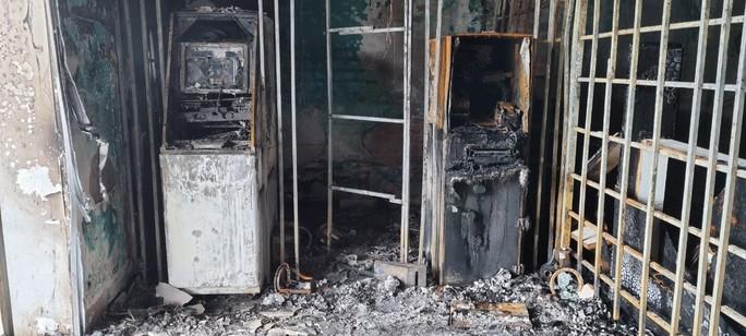 Bắt giữ nghi phạm gây cháy chi nhánh ngân hàng ở Kiên Giang - Ảnh 3.