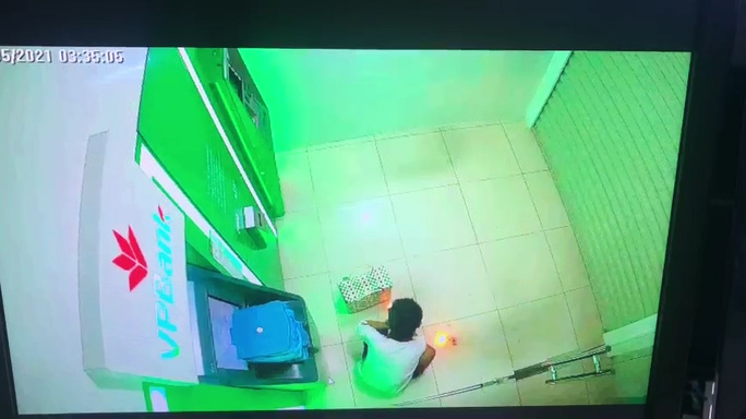 Bắt giữ nghi phạm gây cháy chi nhánh ngân hàng ở Kiên Giang - Ảnh 5.