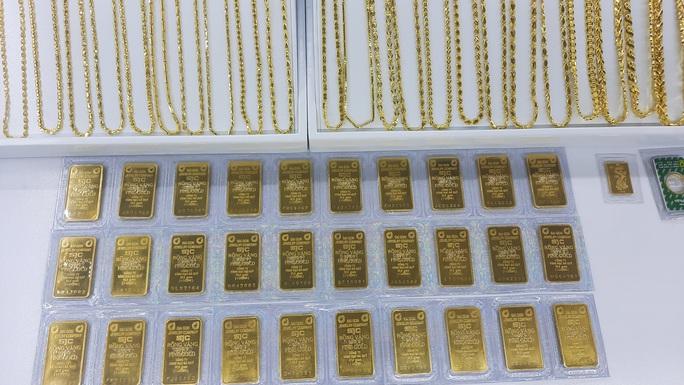Giá vàng hôm nay 27-5: Thế giới giảm, vàng SJC vẫn tăng mạnh - Ảnh 1.