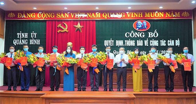 Quảng Bình: Điều động, bổ nhiệm 12 cán bộ, lãnh đạo chủ chốt - Ảnh 1.