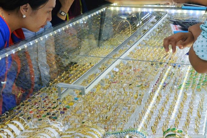 Giá vàng hôm nay 27-5: Tăng tiếp, các ngân hàng trung ương mua gần 100 tấn vàng trong 3 tháng - Ảnh 1.