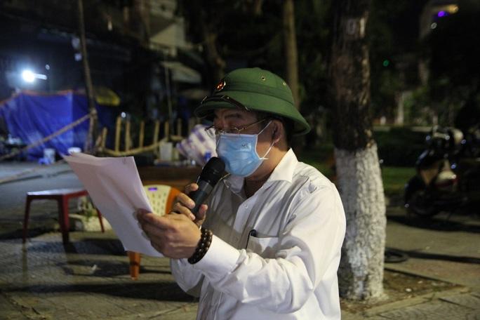 Người dân Đà Nẵng vui mừng dỡ phong tỏa khu vực bar New Phương Đông và chung cư 12T3 - Ảnh 7.