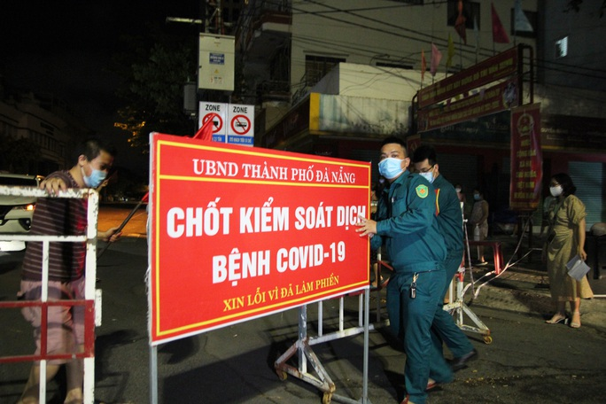 Người dân Đà Nẵng vui mừng dỡ phong tỏa khu vực bar New Phương Đông và chung cư 12T3 - Ảnh 5.