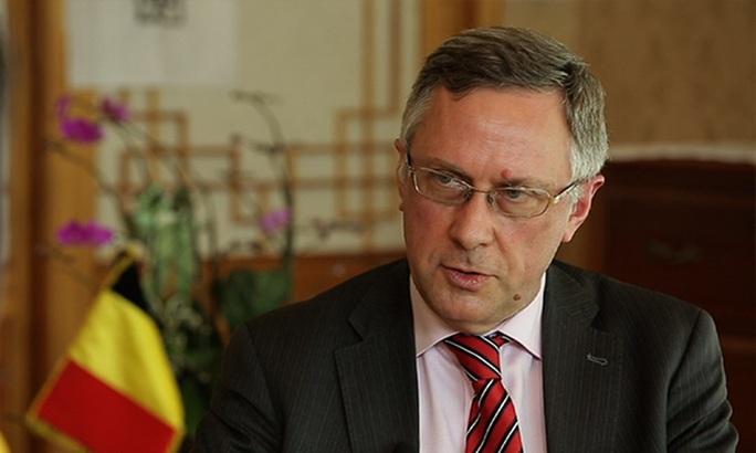 Đại sứ Bỉ mất chức sau vụ vợ tát nhân viên ở Hàn Quốc - Ảnh 1.