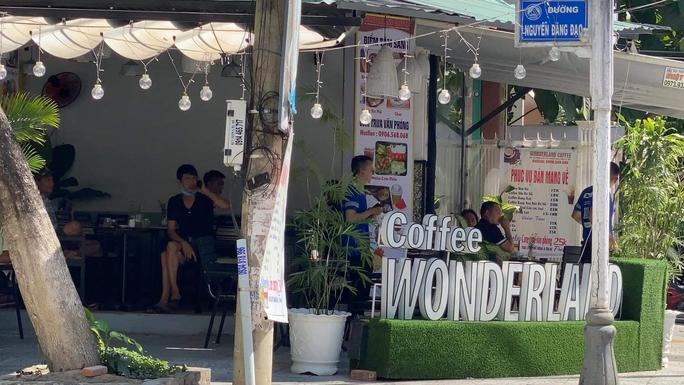 Cho khách uống tại chỗ, chủ quán cà phê bị đề xuất phạt đến 20 triệu đồng - Ảnh 1.