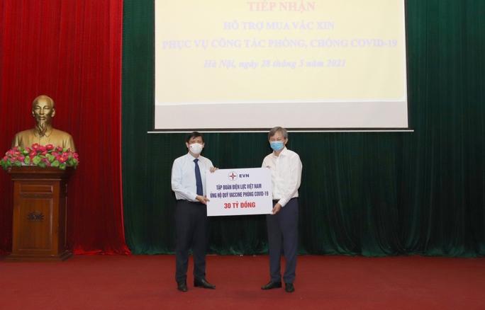 Tập đoàn Điện lực Việt Nam ủng hộ 30 tỉ đồng cho Quỹ vắc-xin phòng Covid-19 - Ảnh 1.