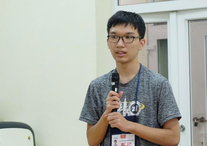 HCV Olympic Vật lý châu Á: Siêu nhân khiêm tốn - Ảnh 1.