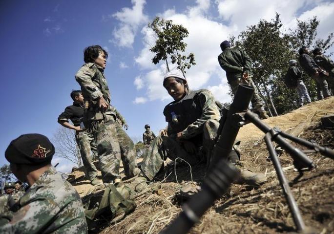 Quân nổi dậy Myanmar tuyên bố bắn rơi trực thăng quân sự - Ảnh 1.