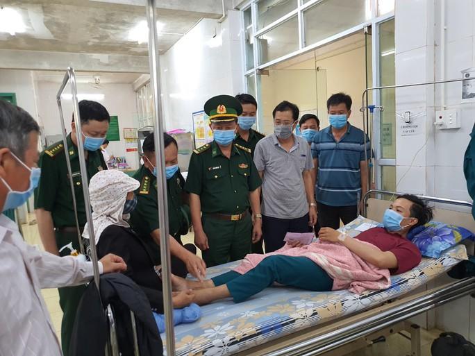 Đi tuần tra đêm, một dân quân trẻ nhập viện cấp cứu vì rắn độc cắn - Ảnh 1.