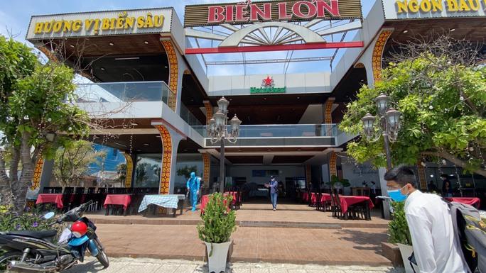 Đà Nẵng phun khử khuẩn 2 nhà hàng mà chuyên gia Trung Quốc lui tới - Ảnh 9.