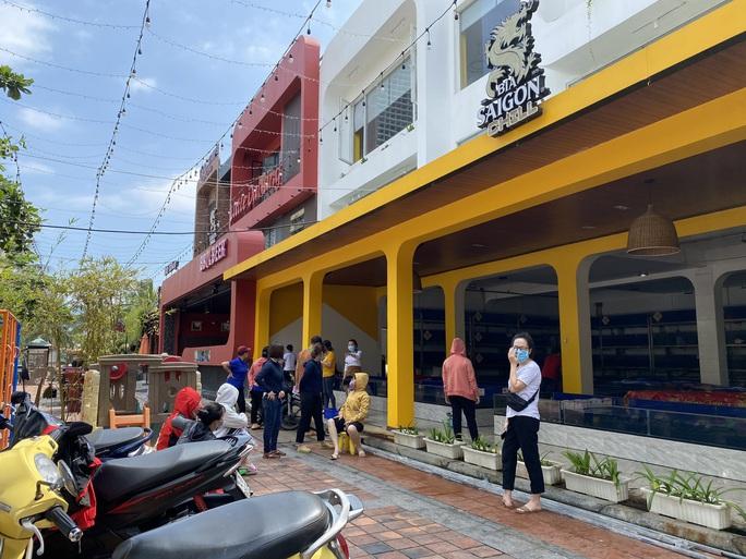 Đà Nẵng phun khử khuẩn 2 nhà hàng mà chuyên gia Trung Quốc lui tới - Ảnh 8.