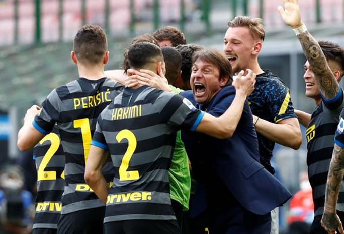 Inter Milan soán ngôi vương Serie A của Juventus - Ảnh 1.