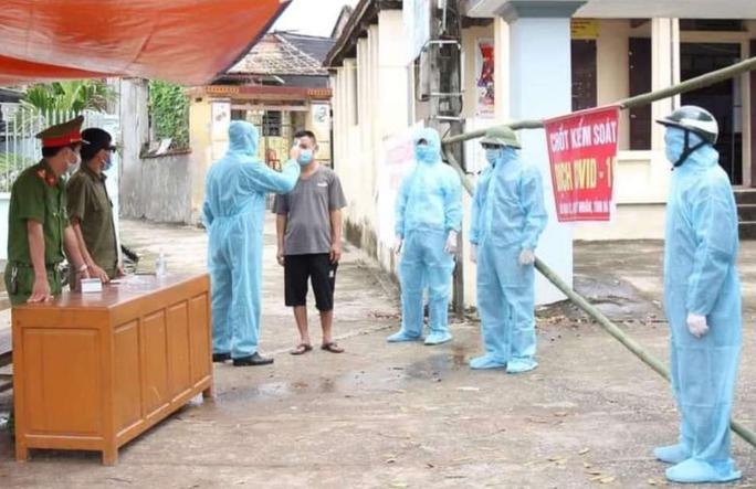 Để dịch Covid-19 lây lan ra cộng đồng, Giám đốc Trung tâm Y tế và Trạm trưởng ở Hà Nam bị đình chỉ công tác - Ảnh 1.