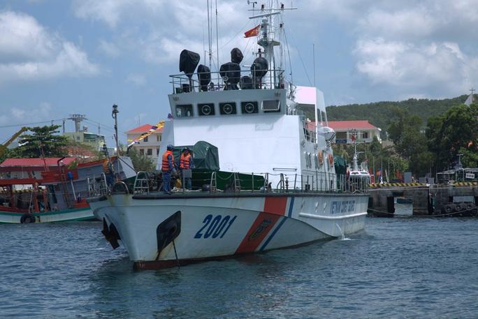 Phú Quốc: Cảnh sát biển điều 2 tàu ngăn nhập cảnh trái phép - Ảnh 3.