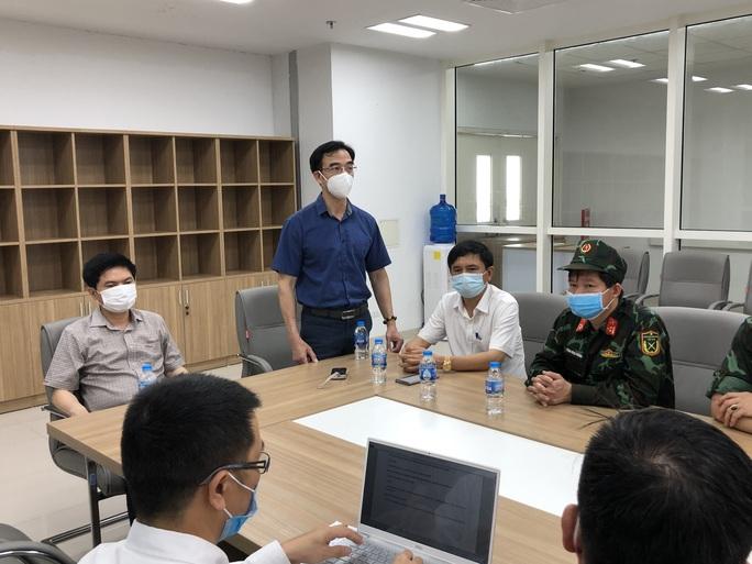 Chuyển 151 F1 của ca bệnh Covid-19 siêu lây nhiễm đến Bệnh viện Bạch Mai cơ sở 2 - Ảnh 5.