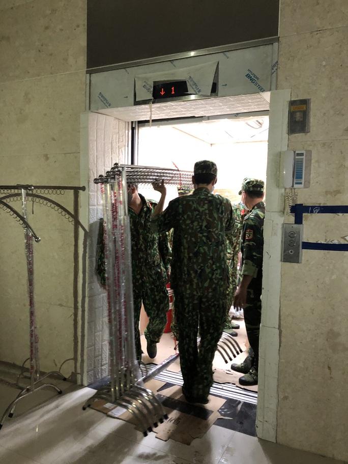 Chuyển 151 F1 của ca bệnh Covid-19 siêu lây nhiễm đến Bệnh viện Bạch Mai cơ sở 2 - Ảnh 7.