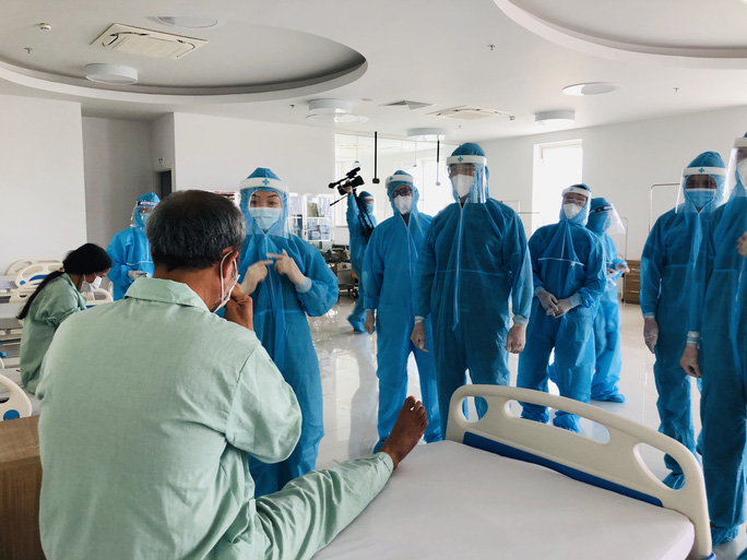 Chuyển 151 F1 của ca bệnh Covid-19 siêu lây nhiễm đến Bệnh viện Bạch Mai cơ sở 2 - Ảnh 19.