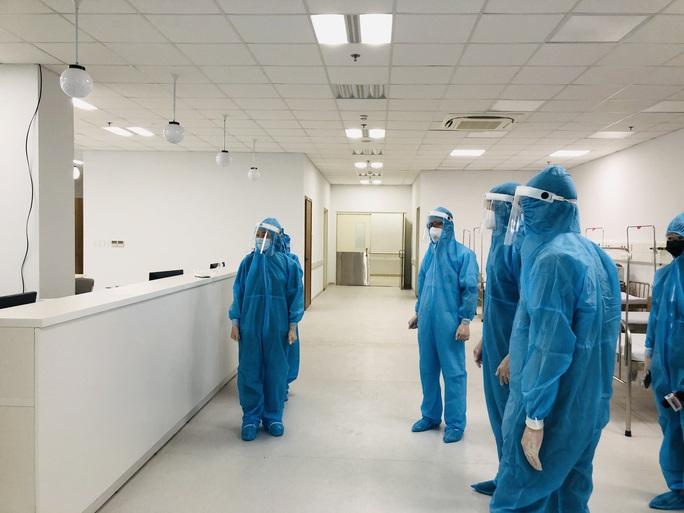 Chuyển 151 F1 của ca bệnh Covid-19 siêu lây nhiễm đến Bệnh viện Bạch Mai cơ sở 2 - Ảnh 15.
